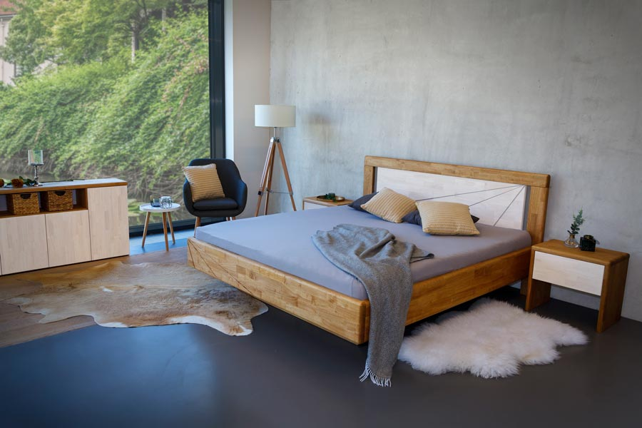 Výrazně oblé hrany a dojem levitace, tak by se dala charakterizovat tato levitující postel z masivu zvaného MALAJSKÝ DUB.