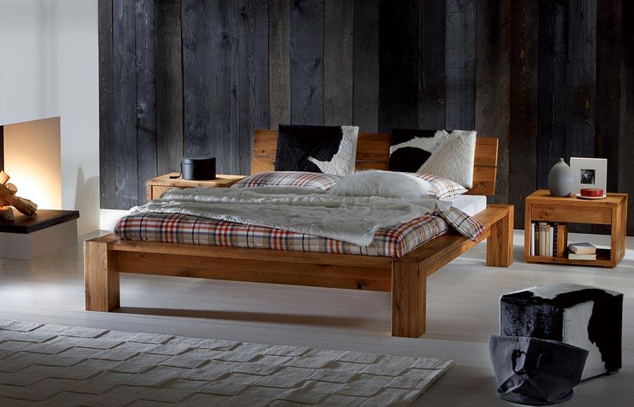 Luxusní postel CORSO. Vám nabízí pevnou a stabilní konstrukci díky masivní konstrukci z luxusního exotického materiálu MALAJSKÉHO DUBU.