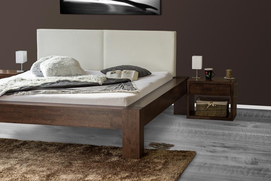 Masivní postel z malajského dubu SONNO.
