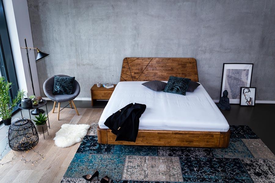 Postel je vyrobená z masivu MALAJSKÝ DUB. Pro letošní rok byla konstrukčně upravena tak, aby splňovala požadavky těch nejnáročnějších zákazníků. Pevná a masivní konstrukce postele se zaoblenými rohy.