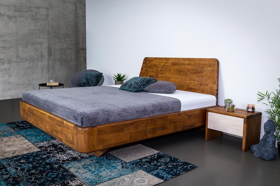 Masivní postel NOE je vybavena skrytou nohou, zaoblením hran a rohů, tak aby jste se při vstávání o nic nekopli.